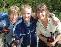Datter Cathrine(midten) og mor Anne Marie Ulrichsen fra Oslo og Bærum følger Ingrid Kristiansens treningsprogram. I midten av juli løper de mila på under en time. Følg dem her på nettet og i Reiseradioen. Klikk oppe til høyre så får du et minimøte...