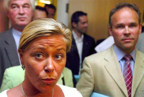 Frps forhandlingsleder Siv Jensen og regjeringspartienes forhandlingsleder Jan Tore Sanner svarer på spørsmål fra pressen i Stortinget, etter bruddet i dag. (Foto: Knut Falch/Scanpix)