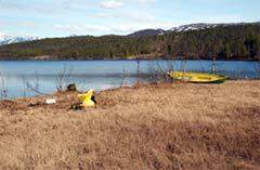 Nord-Troms tingrett var i dag på befaring ved Langvatn i Balsfjord der den 21-år gamle soldaten druknet under en øvelse i 2003. (Foto: Forsvaret)