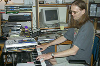 Komponist Eirik Lie i aksjon. Foto: NRK