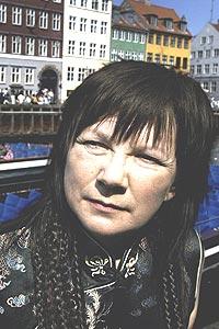 Den samiske artisten Mari Boine er tildelt Nordisk Råds Musikkpris 2003. Her Boine i Nyhavn i København etter at hun tirsdag fikk vite at hun vil motta prisen. Foto: Carl Redhead / SCANPIX NORDFOTO.