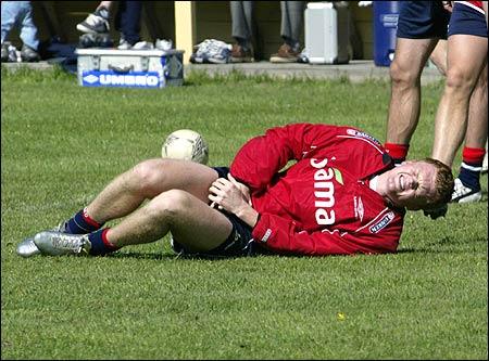 - Nitti år etter at ein Sheffield United-spelar vart såra av eksploderande underbukse, så vart Liverpool-stjerna Riise såra av imploderande g-streng. (Foto: Scanpix)