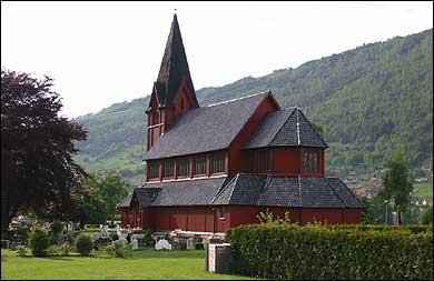 Stedje kyrkje. (Foto: Arild Nybø, NRK © 2003)