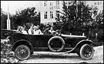 Første rutebilen i Sogn. © Fylkesarkivet.