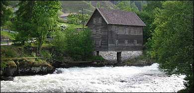 Stedje Mølle. (Foto: Arild Nybø, NRK © 2003)