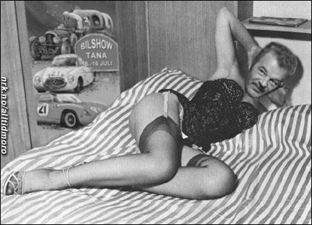 Også Martin Schanche innrømmer nå å ha en fortid som nakenmodell. Fotografen var Per Heimly, før han ble ordentlig kjent.