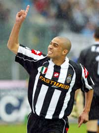 David Trezeguet jubler etter å ha scoret for Juventus. (Foto: Grazia Neri/Getty Images)
