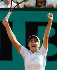 Justine Henin-Hardenne slo andrerangerte Kim Clijsters i to strake sett.