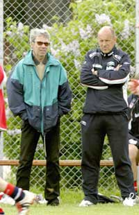 "Egil ""Drillo"" Olsen var med Nils Johan Semb under landslagets trening mandag. (Foto: Knut Fjeldstad/Scanpix)"