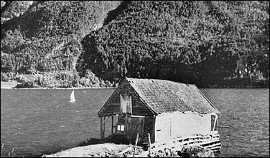 I 1785 drukna ni menneske i eit brurefylgje her ved Kjørnes då robåten deira vart kasta rundt i stormen. (Foto © Fylkesarkivet)