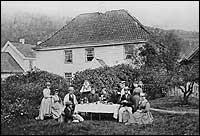 Gjestgiveriet på Fossetunet i 1860.<br/> ©Fylkesarkivet.
