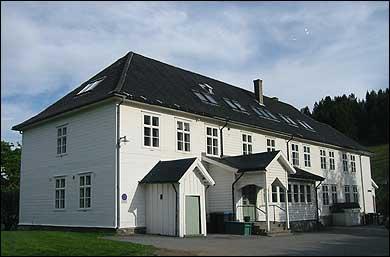 Stedje aldersheim var i drift til 1981. (Foto: Arild Nybø, NRK © 2003)