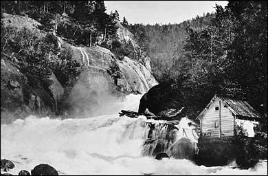 Fossestryk i Årøyelvi i 1890. (Foto © Fylkesarkivet)