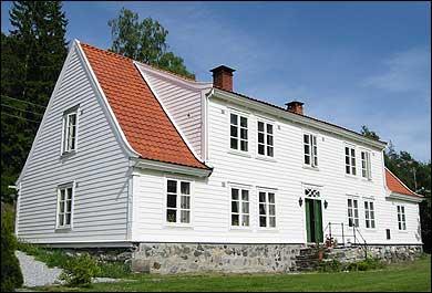 Herskapshuset på Kjørnes. (Foto: Arild Nybø, NRK © 2003)