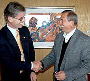 Høflig tone, men ingen avtale mellom statssekretær Kim Traavik og viseatomenergiminister Sergej V. Antipov. (Foto: Thomas Nilsen, Barentssekretariatet)