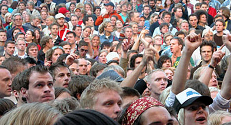 Publikum koste seg under Counting Crows konsert. Foto: Per Ole Hagen, NRK.