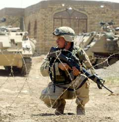 Amerikansk soldat i Irak. (Foto: Radu Sigheti/Reuters)