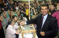 Joan Laporta vant valget i Barcelona, og har lovt å kjøpe David Beckham (Foto: Albert Gea/Reuters)