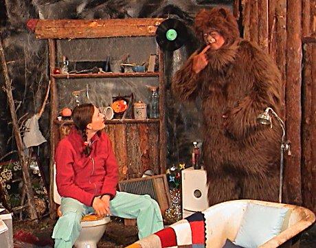 Agatha Wisny spiller Cathrine. Bamse B spilles av Ronny Jacobsen. Foto: Gunnar Grimstveit.