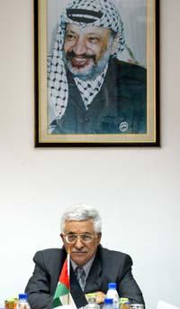 TRUER MED AVGANG: Statsminister Mahmoud Abbas og alle hans ministre truer president Yasir Arafat med sin avgang, hvis Arafat ikke slår ned på militante grupper. Arkivfoto.