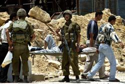 En militær kontrollpost i Hebron, som ble hermetisk lukket etter selvmordsangrepet 11. juni. (Foto: N.Hashlamoun, Reuters)