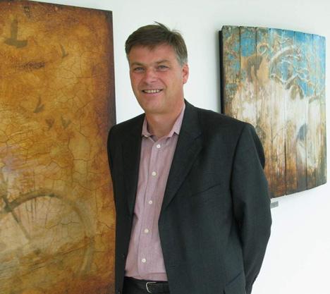 Administrerende direktør i KPMG, Arne Frogner, med favorittbildene sine.