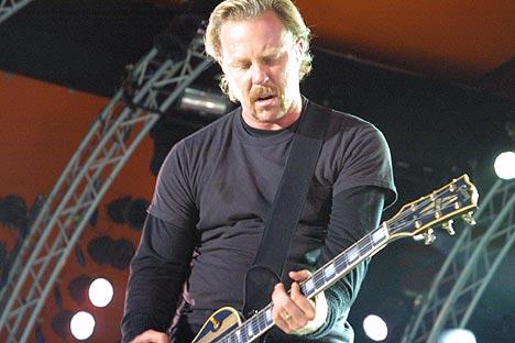 James Hetfield og Metallica rocket Roskilde torsdag kveld. Foto: Jørn Gjersøe, nrk.no/musikk.