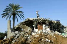 Huset til et Hamas-medlem ble lagt i ruiner i Gaza i natt. (Foto: S. Salem, Reuters)