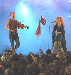Søskenparet Sveinung og Gunnhild Sundli i Gåte fikk overveldende respons fra publikum. Foto: Jørn Gjersøe, nrk.no/musikk.