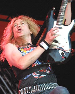 """Janick Gers og Iron Maiden framførte den splitter nye låta """"What is dreams"""" fra det kommende albumet """"Dance of death"""". Foto: Jørn Gjersøe, NRK.no/Musikk."""