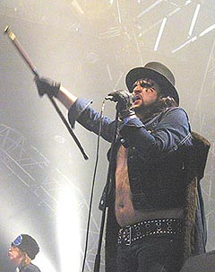 Hank Von Helvete og Turboneger imponerte på sin andre Roskilde-opptreden. Foto: Jørn Gjersøe, nrk.no/musikk.