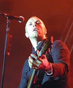 Chris Martin og Coldplay vil gjerne være med og hjelpe. Foto: Jørn Gjersøe, nrk.no/musikk.