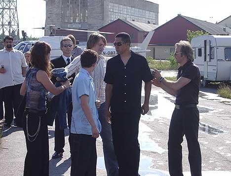 Harald Zwart med følge ankom FMV-området i ekte Hollywood-stil (Foto: Lise Gro Andersen, NRK)