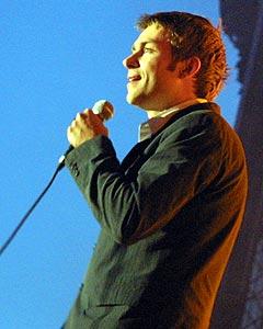 Damon Albarn fra Blur, her på Roskilde i 2003, mener det er for få svarte artister på Live 8-konsertene. Foto: Jørn Gjersøe, nrk.no/musikk.