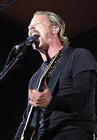 James Hetfield og Metallica var første store band ut på Roskilde 2003. Foto: Jørn Gjersøe, nrk.no/musikk.