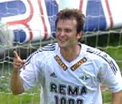 Roar Strand ble glad da han etter mange sjanser klarte å score