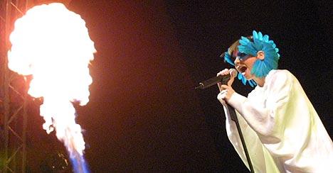 Islandske Björk hadde et heftig sceneshow som siste store artist på Roskilde 2003. Foto: Jørn Gjersøe, nrk.no/musikk.