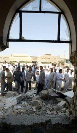 Det var store ødeleggelser i den viktigste moskeen i Falluja i går kveld. (Reuters-Scanpix-foto)