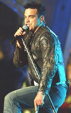 Robbie Williams kommer til Norge for å spille i Valhall. Foto: AP Photo / Louis Lanzano.