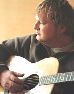 Knut Reiersrud har blitt frastjålet instrumenter flere ganger og har stor tro på et sporingssystem for instrumenter. Scan-Foto: Knut Falch.