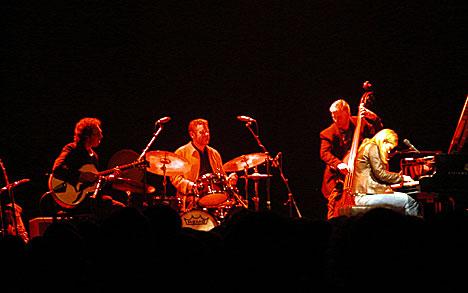Anthony Wilson, Jeff Hamilton, Paul Keller og Diana Krall på Kongsberg Jazzfestival 2003. Foto: Arne Kristian Gansmo, NRK.no/musikk.