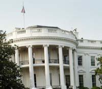 BUSH? Vil Bush tjene på at han er en født-påny-kristen i kampen om kontorene og boligen i Det hvite hus?