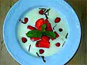 Koldskål med jordbær og markjordbær