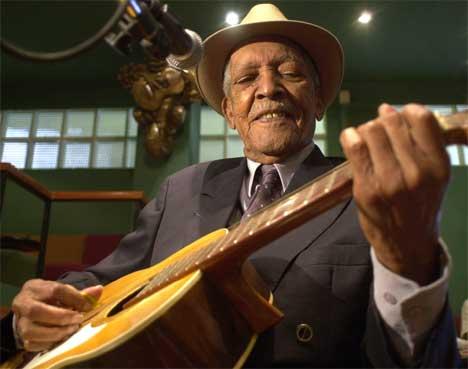 Først som 90-åring ble Compay Segundo internasjonalt kjent som en av artistene i filmen