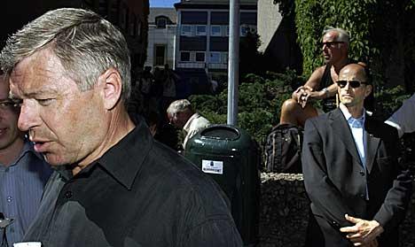 Kjell Magne Bondevik var omgitt av sine sikkerhetsvakter i Molde mandag. Foto: Knut Fjeldstad, Scanpix.
