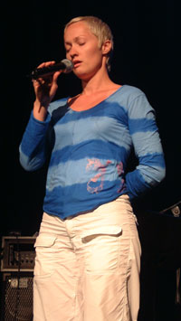 """Live Maria Roggen er en av Håkons bandkolleger; i """"Come Shine"""", som vant en Spellemann i år."""