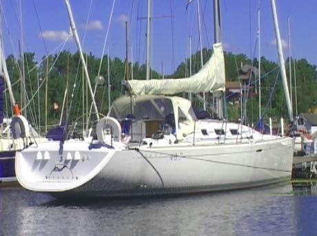 Denne seilbåten tilhører formelt Maria Seim, Carl Fredriks kone. Nordea mener det egentlig er Carl Fredrik som eier båten. (Foto: Alrik Velsvik, NRK)