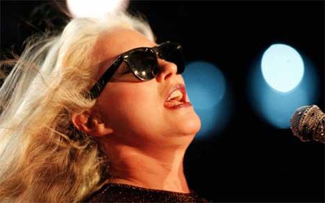 Deborah Harry skal forbanne oss med Blondie igjen. Foto: Patrick Aviolat, Ap.