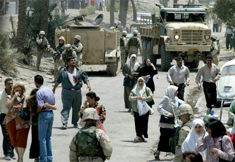 Tre av fire Bagdad-innbyggere mener byen er farligere nå enn da Saddam Hussein satt ved makten. Bildet er fra Mansour-distriktet i Bagdad. (Foto: AFP/Scanpix)
