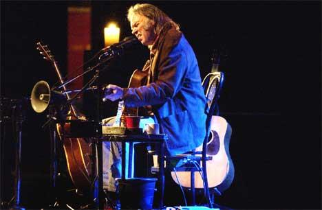 23. april fremførte Neil Young låtene fra